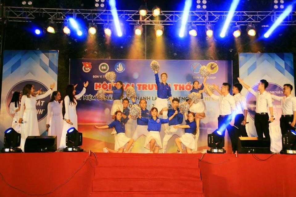 """Hát cho đồng bào tôi nghe """"Khúc hát màu xanh"""" tại trường Đại học Thể dục Thể thao TP. Hồ Chí Minh"""
